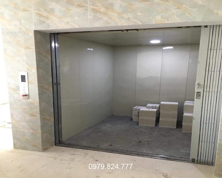 thang máy nâng hàng 750kg